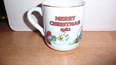 VINTAGE 1982 SMURF MERRY CHRISTMAS MUG 1ST IN A SERIES THE SMURF CAROLERS EUC