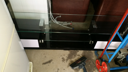 T.v cabinet like new condition