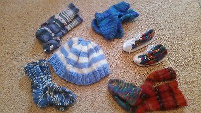 Strickset für Neugeborene mit 4 paar Socken, Schuhen und Mütze