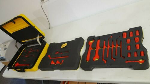 KNIPEX INSULATED 31PC 1000V TOOL SET VERY NICE CONDITION WITH HARD CARRYING CASE