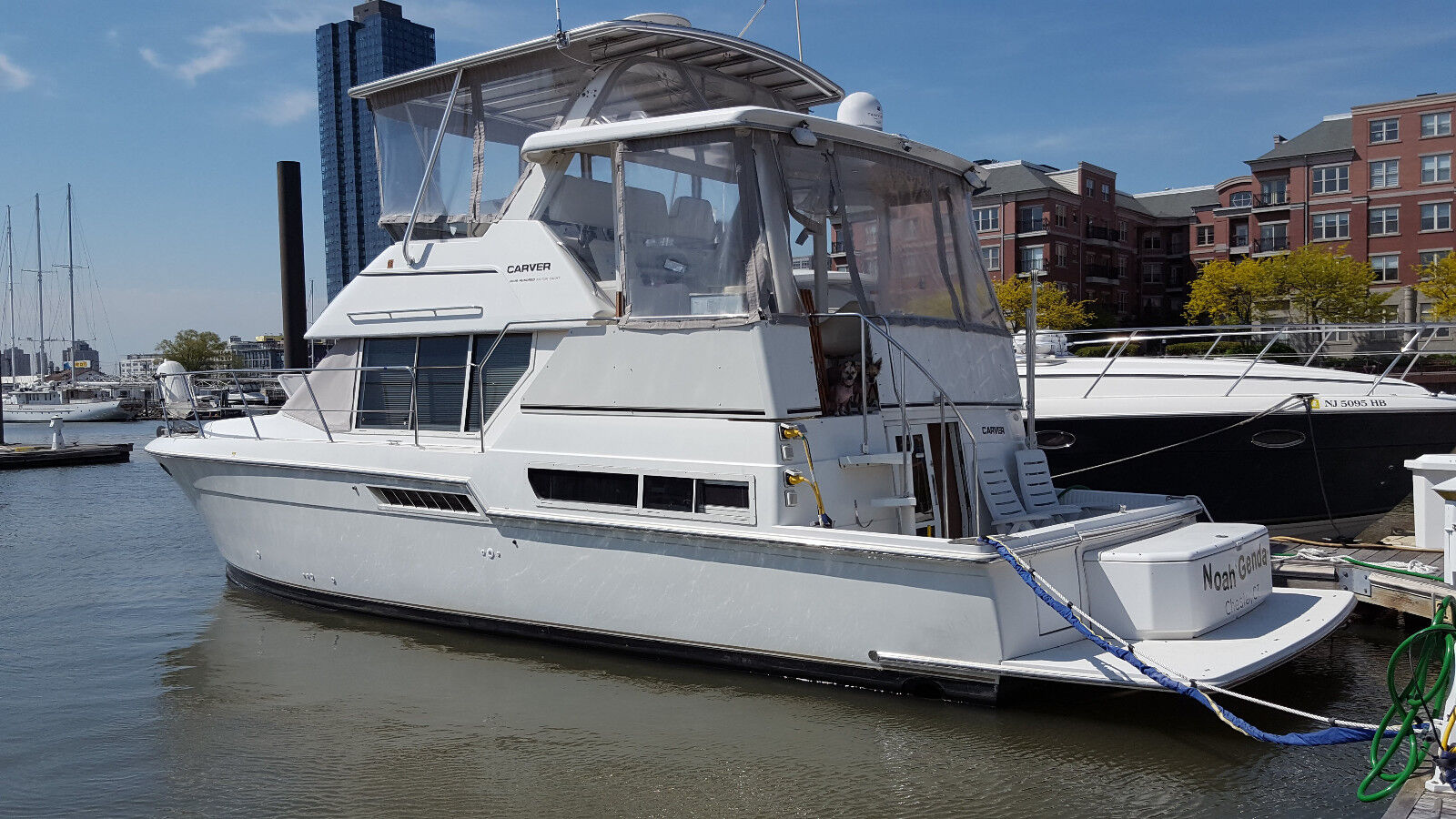 Carver 400 Cockpit Motor Yacht 1997, 42 ft., Twin Cummins Diesel Engines