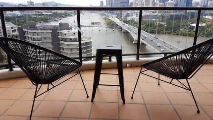 Spacious Riverfront apartment in Southbank. with pool.