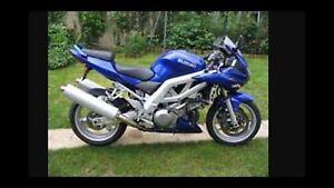 Moto Suzuki sv1000 bleu 2003..doit vendre