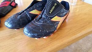 size 8.5 outdoor soccer shoes