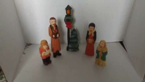 VINTAGE WOODEN CHRISTMAS CAROLER FAMILY  HAND CARVED 5 PIECE SET
