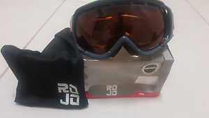 Womens snow goggles Wyee Lake Macquarie Area Preview
