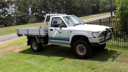 TOYOTA HILUX 4 WD UTE