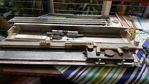 Singer bulky knitting machine  mod 155 with ribber Seacliff Holdfast Bay Preview