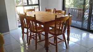 Table and chairs Bolwarra Heights Maitland Area Preview