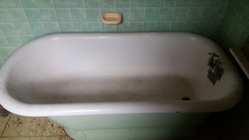 vintage rolled rimmed bathtub