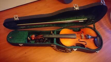 Suzuki Nagoya Violin 4/4 (full size) with extras