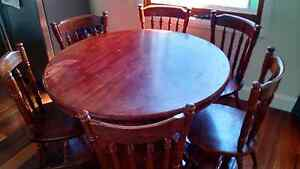 Solid timber round extension table Warrimoo Blue Mountains Preview