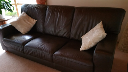 Leather 3 seater sofa couch  chocolate brown