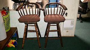 2 bar stools/2 tabouret de bar