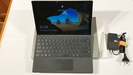 Surface pro 4 , i5 cpu 8GB Ram, 256 GB SSD rarely used, Near NEW
