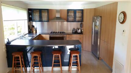 Modern Kitchen In Excellent Condition With Appliances
