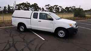 2008 Toyota hilux white 5 speed automatic Extracab Hoppers Crossing Wyndham Area Preview