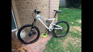 Santacruz heckler 2009 large mountain bike North Manly Manly Area Preview