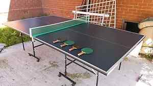 Great condition Table Tennis Table with Bats Hebersham Blacktown Area Preview