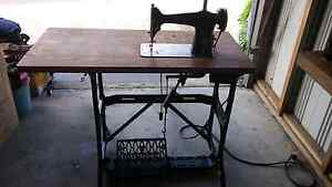 Singer sewing machines and table Frankston Frankston Area Preview