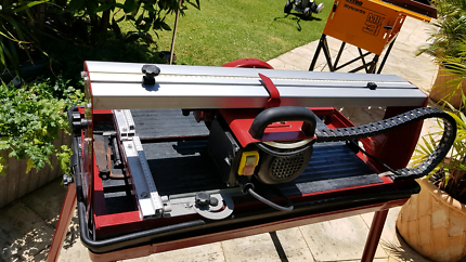 Wet saw tile stone cutting bench