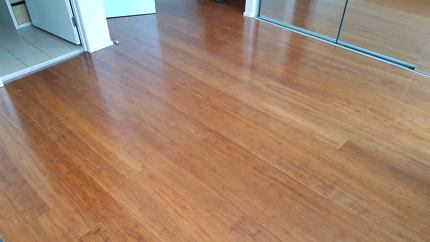 Bamboo and laminate floor installer