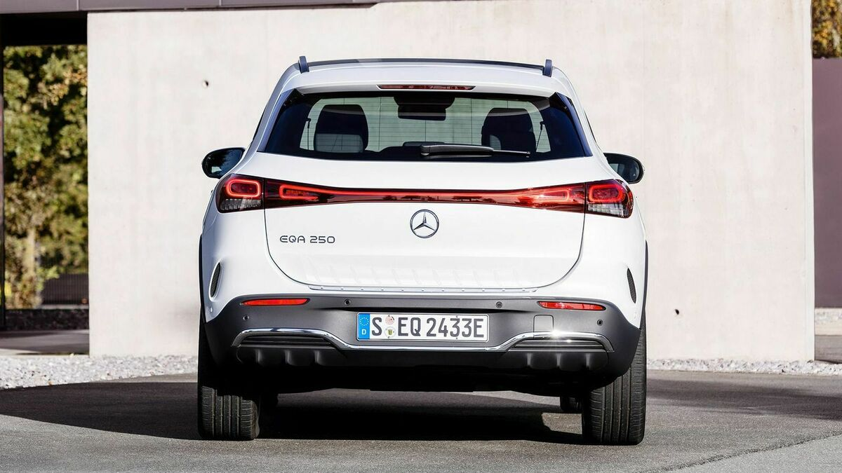 Mercedes EQA (2021) in Heckansicht