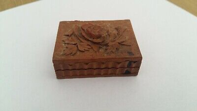 "VINTAGE / ANTIQUE ""TREEN"" SMALL HINGED DECORATED PEN NIB BOX"