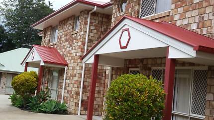 Large, homely t/hse, quiet and  handy all amenities Lawnton Pine Rivers Area Preview