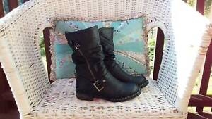 Women's boots size US 6 Molesworth Derwent Valley Preview