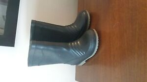 Toddler size 5 gum boots
