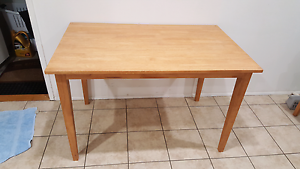 Dining table Daisy Hill Logan Area Preview