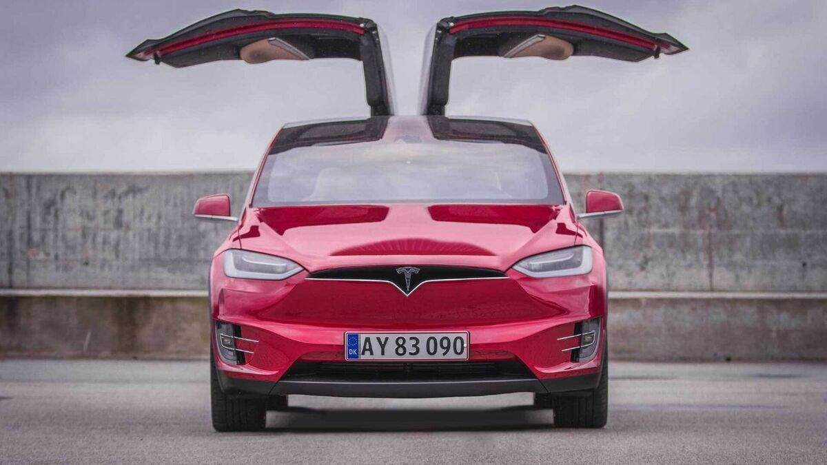 Tesla-Model-X-FalconDoors