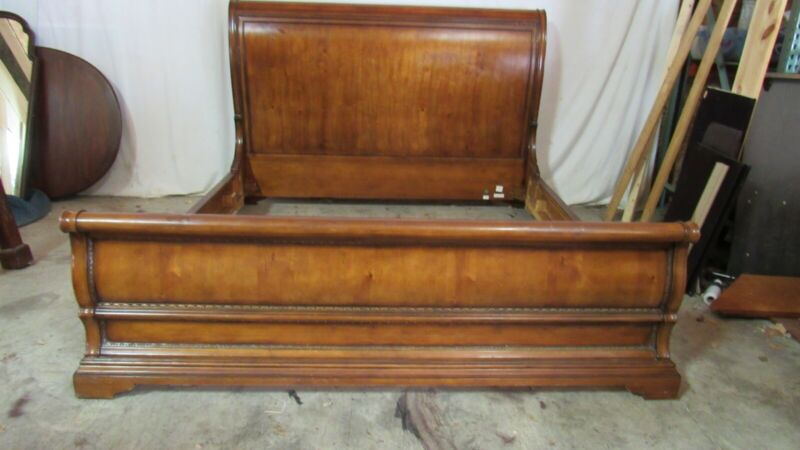 Thomasville King Size Sleigh Bed Designer