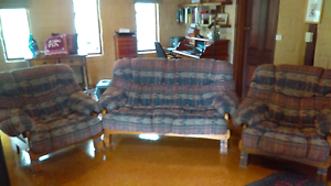 Lounge suite Bruthen East Gippsland Preview