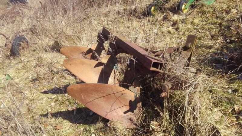 International Plow 531 3 bottom Three point moldboard John Deere Minnie Oliver