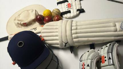 Gray-Nicolls Cricket Bag + cricket gear 11-15