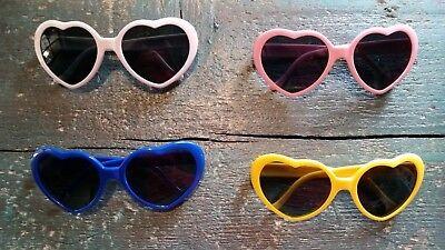 Rosa Herzen Sonnenbrillen (Sonnenbrille mit Gläsern in Herzform verschiedene Farben rosa gelb weiß blau her)