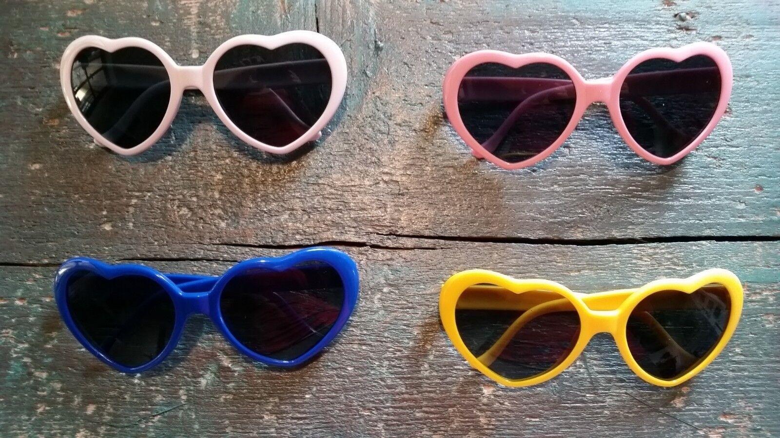 Sonnenbrille mit Gläsern in Herzform verschiedene Farben rosa gelb weiß blau her
