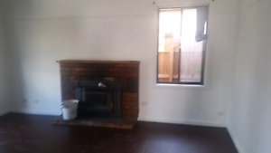3 Bedrooms House in Preston for rent. Next to Northland shopping. Reservoir Darebin Area Preview