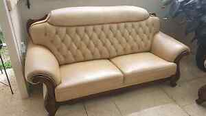 2xBeautiful Genuine Italian cream leather couches/sofas RRP $4900 Craigie Joondalup Area Preview