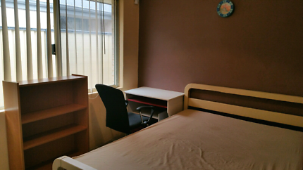 ROOM FOR RENT $140PW. CLOSE TO AUBUN GROVE TRAIN/BUS STATION