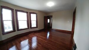 BEAUTIFUL UPPER LEVEL APT WITH BALCONY $850++ AVAILABLE NOW