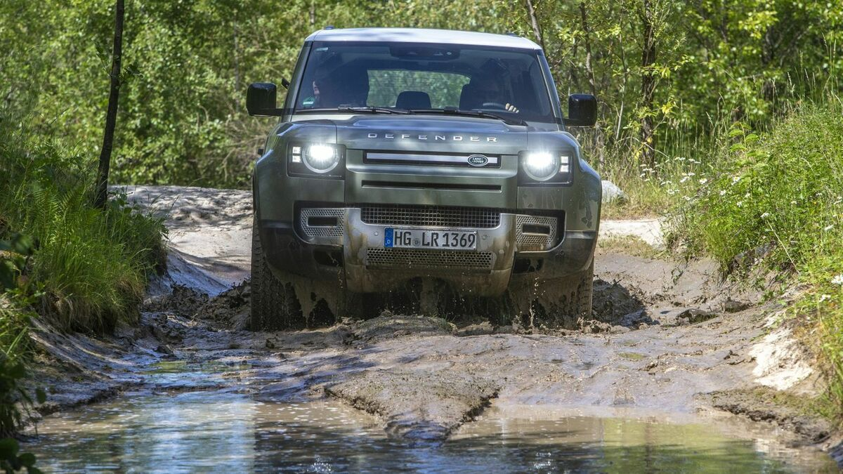 Land Rover Defender Offroad Frontansicht