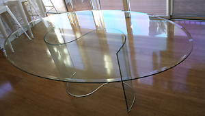Glass dining table Bonnells Bay Lake Macquarie Area Preview