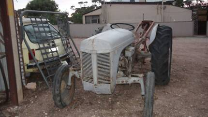 Ferguson TEA 20 Tractor - Massey Ferguson Post Hole Digger Robertstown Goyder Area Preview