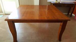 Dining table Emerald Cardinia Area Preview