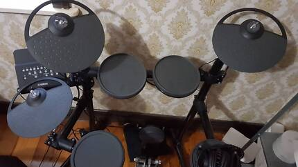 Yamaha DTX450K electric drum kit