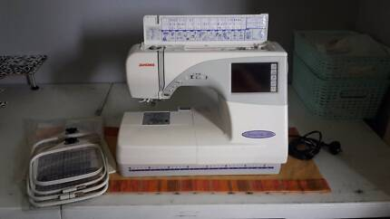 Jamone Memory Craft 9700 Embroidery and Sewing Machine