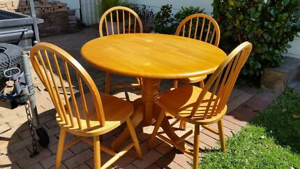 URGENT SALE. ROUND PINE DINING TABLE/4CHAIRS